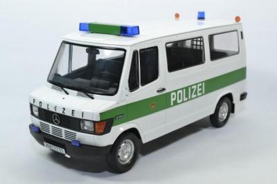 Mercedes-Benz 208D Bus police allemande Hambourg