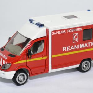 Mercedes benz sprinter sapeurs pompiers siku 1 50 2108f autominiature01 1
