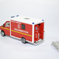 Mercedes benz sprinter sapeurs pompiers siku 1 50 2108f autominiature01 2