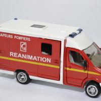 Mercedes benz sprinter sapeurs pompiers siku 1 50 2108f autominiature01 3
