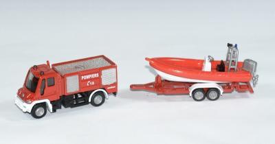 Mercedes-benz Unimog pompier avec bateau