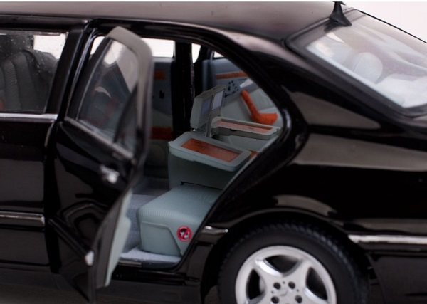 Mercedes s pullman 1 18 noire 2000 sunstar autominiature01 6