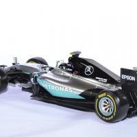 Mercedes w07 rosberg champion 61 18 bburago autominiature01 2