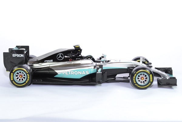 Mercedes w07 rosberg champion 61 18 bburago autominiature01 3