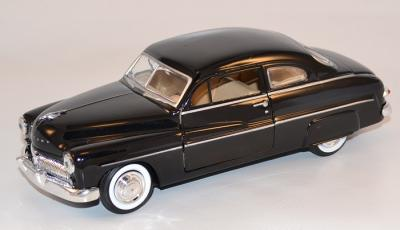 Ford Mercury 1949 Coupé noir au 1/24 Motor Max MOM73225BK