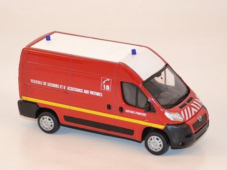 mondo-motors-vsav-pompiers-peugeot-boxer-au-1-43-autominiature01-com-3.jpg