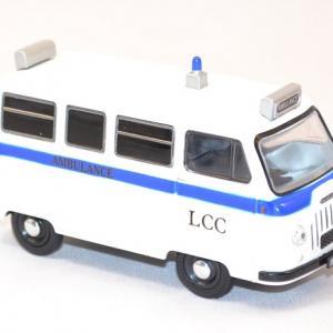 Morris minibus j2 miniature ambulance1 43 autominiature01 com 2