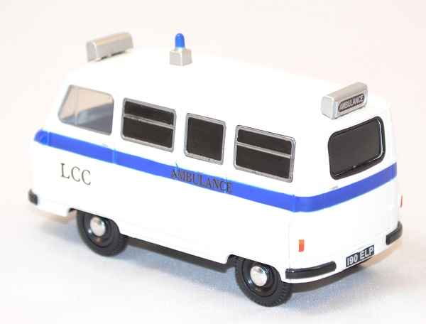 Morris minibus j2 miniature ambulance1 43 autominiature01 com 3