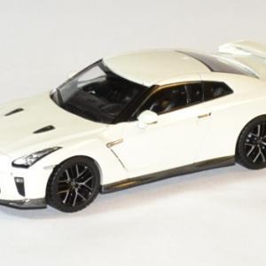 Nissan Skyline GT-R 2017 blanche