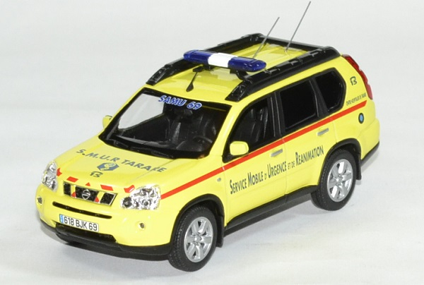 Nissan x trail smur 69 1 43 norev autominiature01 1