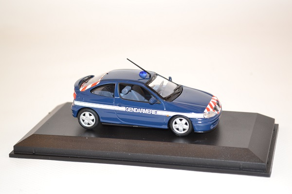 norev-517672-megane-coupe-gendarmerie-2001-1-43-autominiature01-2-1.jpg
