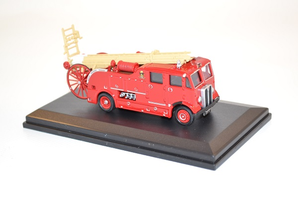 oxford-1-76-aec-regent-ladder-truck-west-ham-autominiature01-com-31.jpg