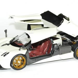 Pagani huayra 1 18 blanc gt auto 2012 welly autominiature01 4