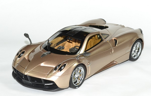 Pagani huayra gold 1 18 gt auto 1 18 welly autominiature01 1