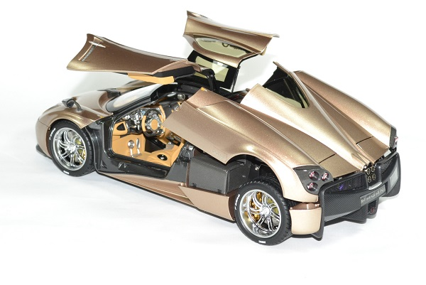 Pagani huayra gold 1 18 gt auto 1 18 welly autominiature01 2