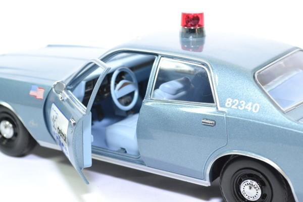 Plymouth fury 1977 detroit police greenlight 1 18 autominiature01 19069 3