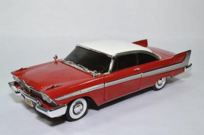 Plymouth Fury Christine version nuit 1958 film de 1983 rouge
