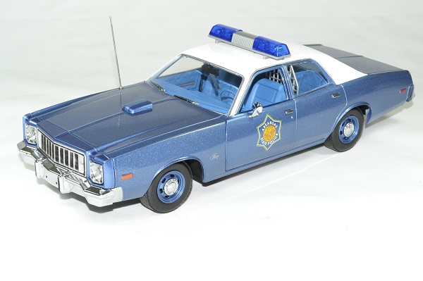 Plymouth fury police arkansas 1975 greenlight 118 autominiature01 1