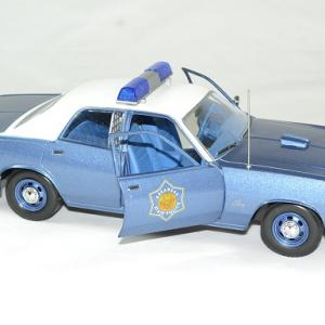 Plymouth fury police arkansas 1975 greenlight 118 autominiature01 4