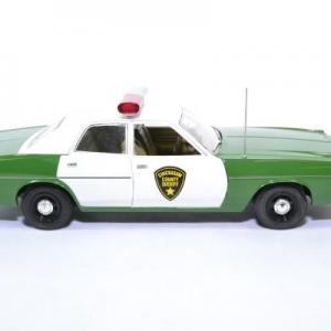 Plymouth fury police chicksaw 1975 greenlight 1 18 autominiature01green19076 4