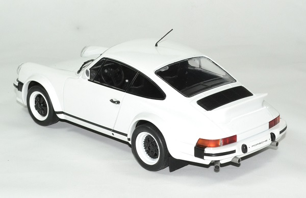 Porsche 911 1982 version course ixo 1 18 autominiature01 2