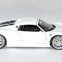 Porsche 918 spyder 1 24 welly autominiature01 3