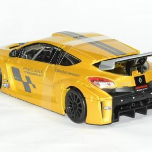 Renault megane trophy 1 24 bburago autominiature01 2