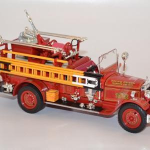 Seagrave firetruck 1931 sound beach autominiature01 com 2 1
