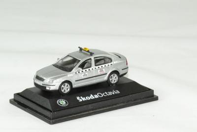 Skoda octavia taxi argent métallisé