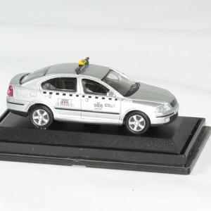Skoda octavia taxi 1 72 argent abrex autominiature01 3