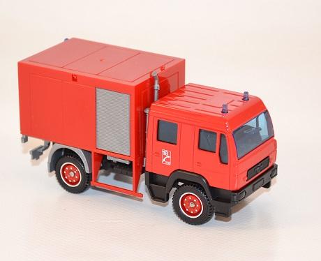 Solido man double cabine grimp au 1 60 autominiature01 2