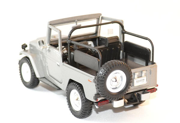 Toyota fj 40 gris decapote 1 24 motor max autominiature01 3