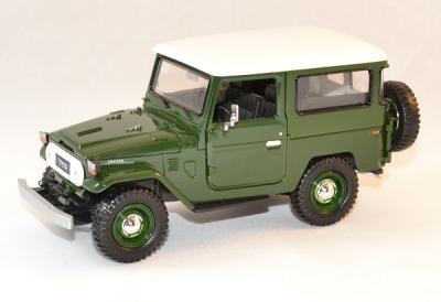 Toyota FJ 40 soft top green