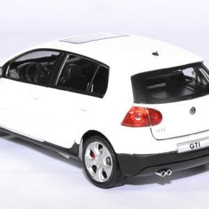 Volkswagen golf 5 gti 1 24 cararama autominiature01 2