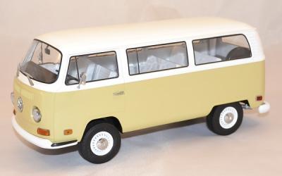 Volkswagen T2b year 1971 familly bus beige blanc greenlight 1/18
